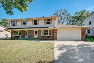 7481 Highview Dr 7483, Greendale, WI 53129-2710