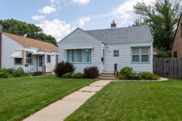 2126 S 88th St, West Allis, WI 53227