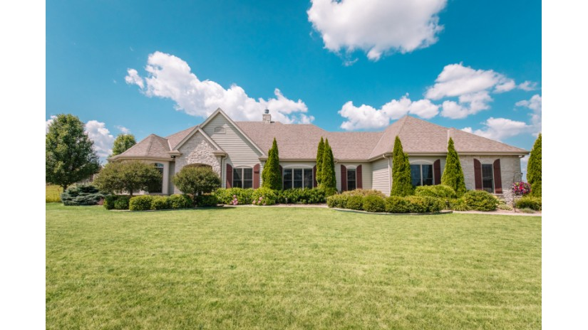 842 Tallgrass Dr Grafton, WI 53024-9391 by Shorewest Realtors $438,900