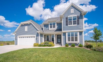 528 Emerald Hills Dr, Fredonia, WI 53021