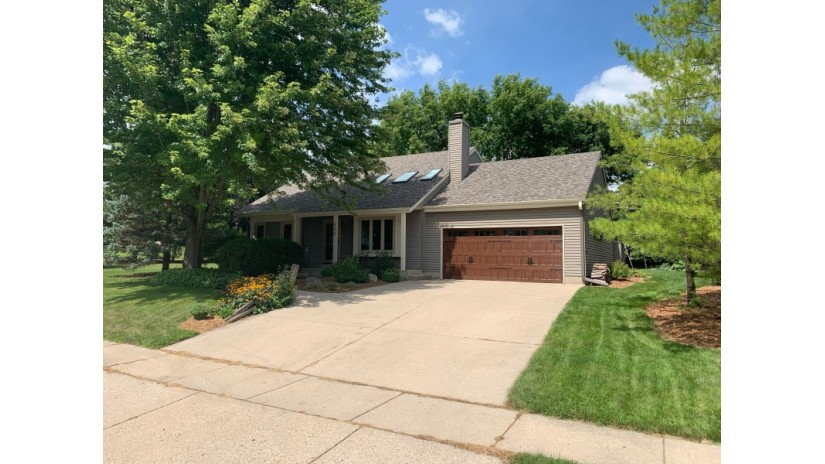 420 Leanore Ct Pewaukee, WI 53072-3600 by Shorewest Realtors $349,900