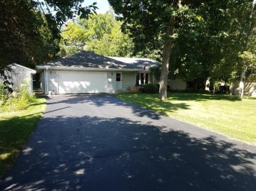 4605 Empire Ln, Waterford, WI 53185-3444
