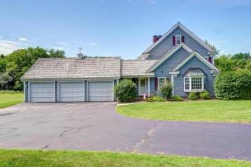 N10W29887 St James Ct, Delafield, WI 53188-9488