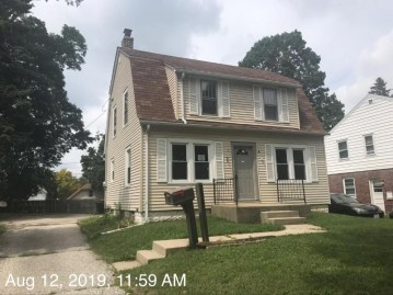 2357 S 80th St, West Allis, WI 53219-1720