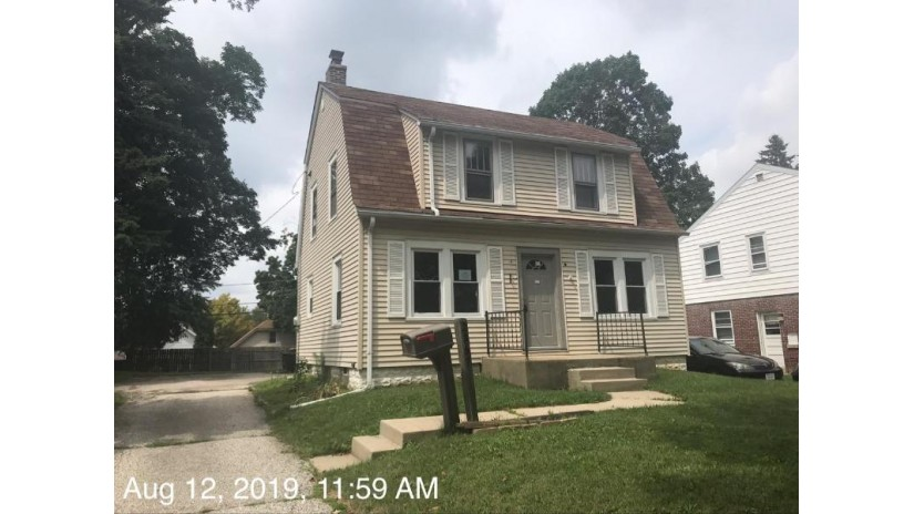2357 S 80th St West Allis, WI 53219-1720 by Realty Executives - Elite $100,000