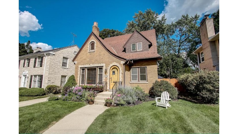 2570 Pasadena Blvd Wauwatosa, WI 53226-1948 by Keller Williams~WFB $464,000
