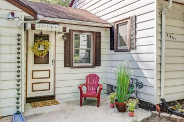 4559 N 105th St, Wauwatosa, WI 53225-4511