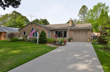 4920 James Ave, Wind Point, WI 53402-2647