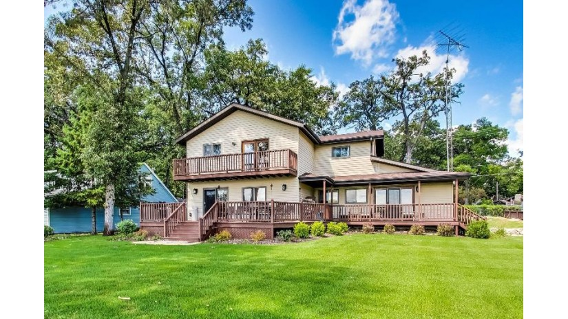 6913 245th Ave Paddock Lake, WI 53168 by @properties $524,900