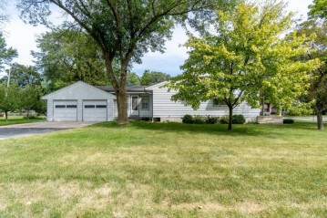 4505 N 103rd St, Wauwatosa, WI 53225