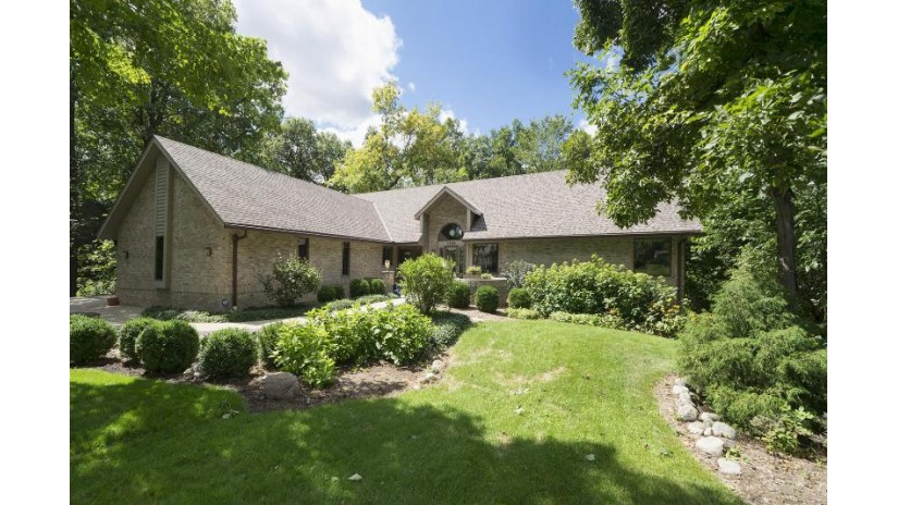 1345 Overlook Cir Brookfield, WI 53045-2217 by First Weber Inc -NPW $699,900