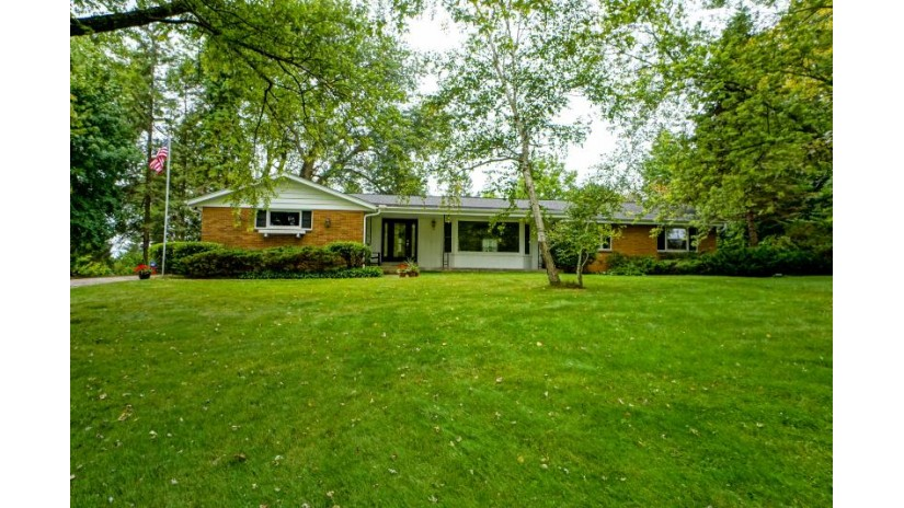 16865 Willow Ridge Ln Brookfield, WI 53005-1363 by Lake Country Flat Fee $274,900