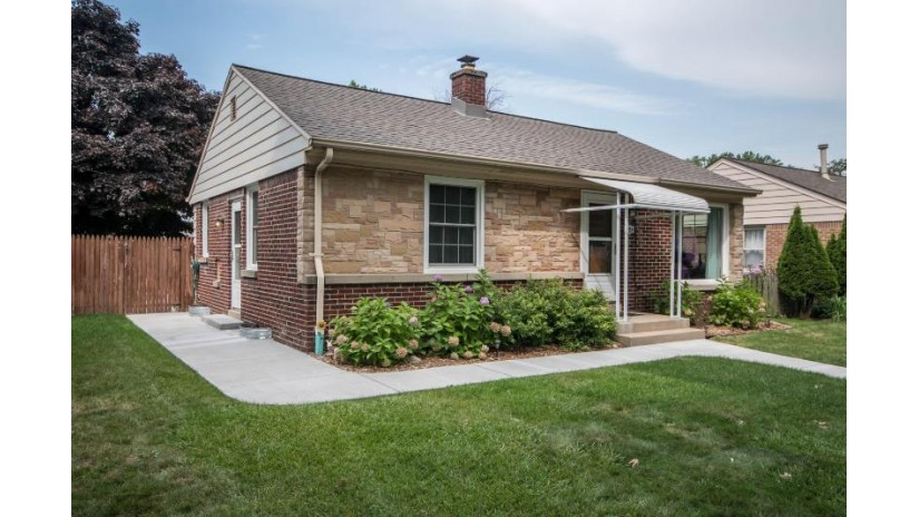 4925 N Iroquois Ave Glendale, WI 53217-5423 by Milwaukee Executive Realty, LLC $219,900