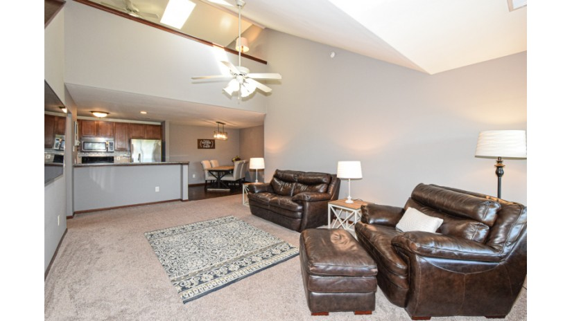 2849 W Drexel Ave 615 Franklin, WI 53132-8042 by Shorewest Realtors $180,000