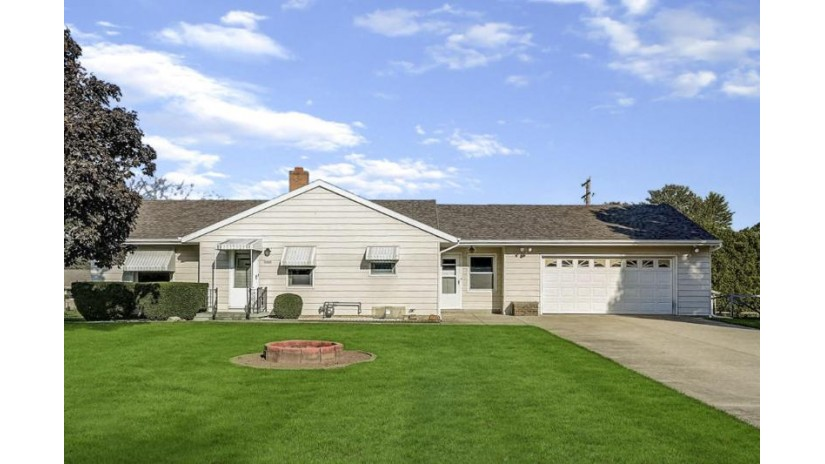 6464 Scenic Dr E Trenton, WI 53095-3514 by Hanson & Co. Real Estate $179,500