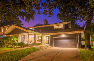 1419 E Courtland Pl, Whitefish Bay, WI 53211-1115