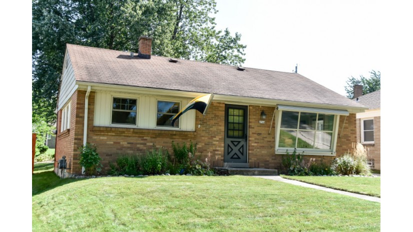2744 S 52nd St Milwaukee, WI 53219-3263 by Shorewest Realtors $155,000