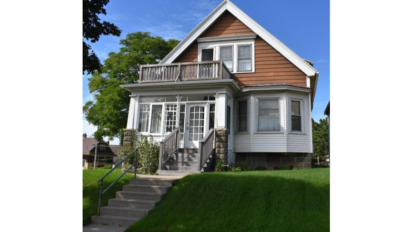 3323 N 8th St Milwaukee, WI 53206-2805 by First Weber Inc - Brookfield $34,900