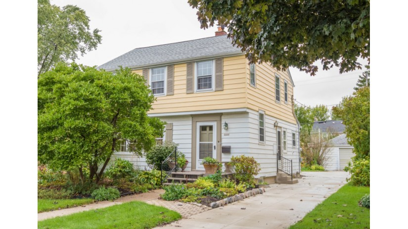 2444 N 89th St Wauwatosa, WI 53226-1804 by Shorewest Realtors $250,000