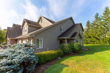 18695 Brookfield Lake Ct 36, Brookfield, WI 53045