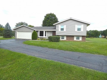 201 Corby Dr, North Prairie, WI 53153-9707