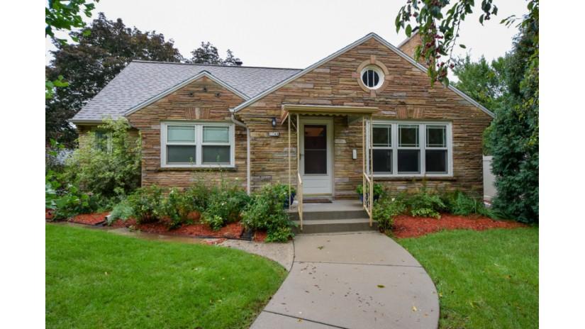 3748 W Lakefield Dr Milwaukee, WI 53215-4046 by Shorewest Realtors $179,900