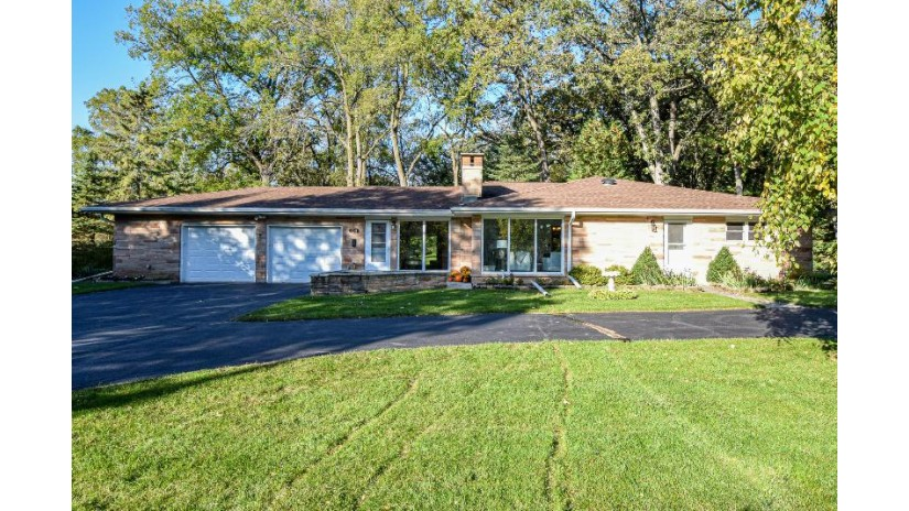 7311 S Scherrei Dr Franklin, WI 53132-1615 by RE/MAX Realty 100 $325,000