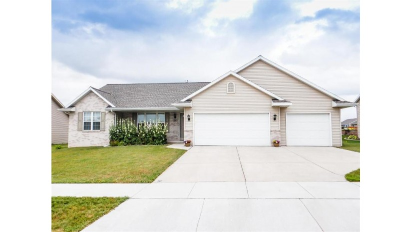910 BARRONWOOD Drive Green Bay, WI 54311 by Executive Realty $229,900