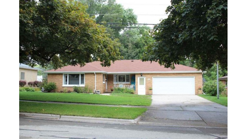 1670 RANCHLAND Drive Green Bay, WI 54304-2923 by Shorewest Realtors $169,900