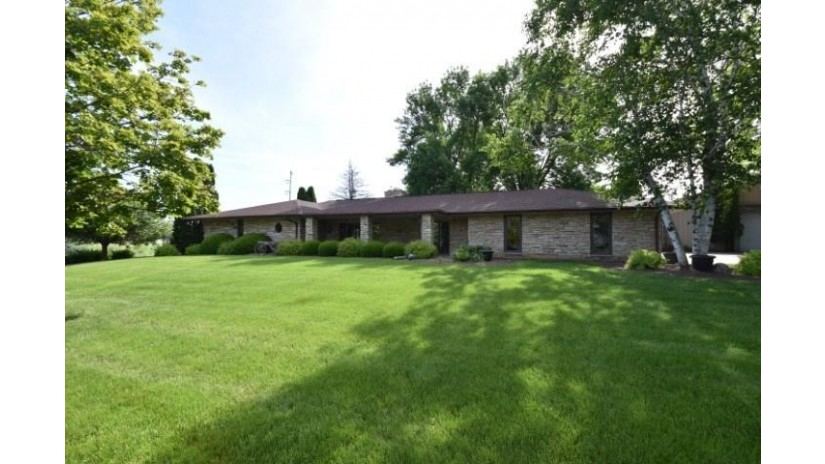 3289 Lehner Rd Dodgeville, WI 53533 by Potterton-Rule Inc $329,000