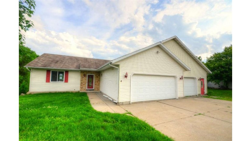 423 Sunset Dr Poynette, WI 53955 by Re/Max Preferred $220,000