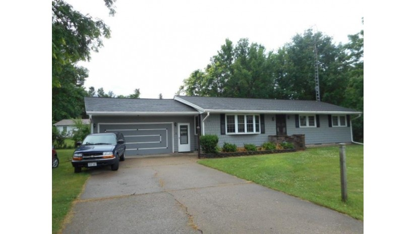 1242 8th St Reedsburg, WI 53959 by Evergreen Realty Inc $164,900