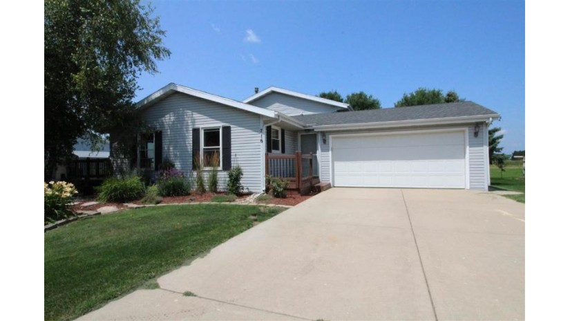 716 Meadow Park Dr Clinton, WI 53525-9116 by Shorewest Realtors $190,000