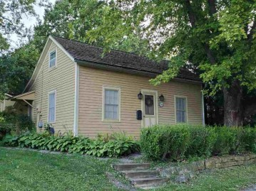 244 South St, Mineral Point, WI 53565