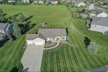 4998 Meadow Side Ln, Vienna, WI 53597