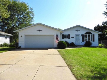 50 Countryside Dr, Evansville, WI 53536