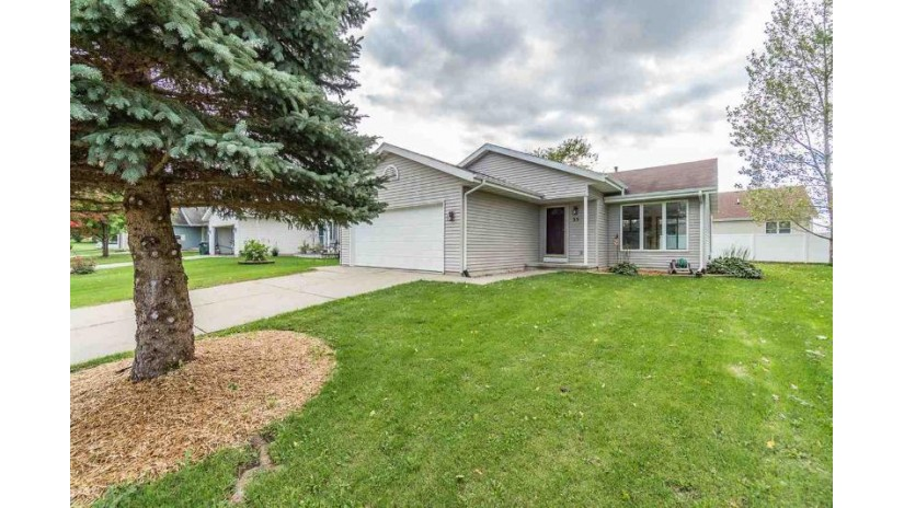 35 Bindl Dr Reedsburg, WI 53959 by Re/Max Grand $166,900