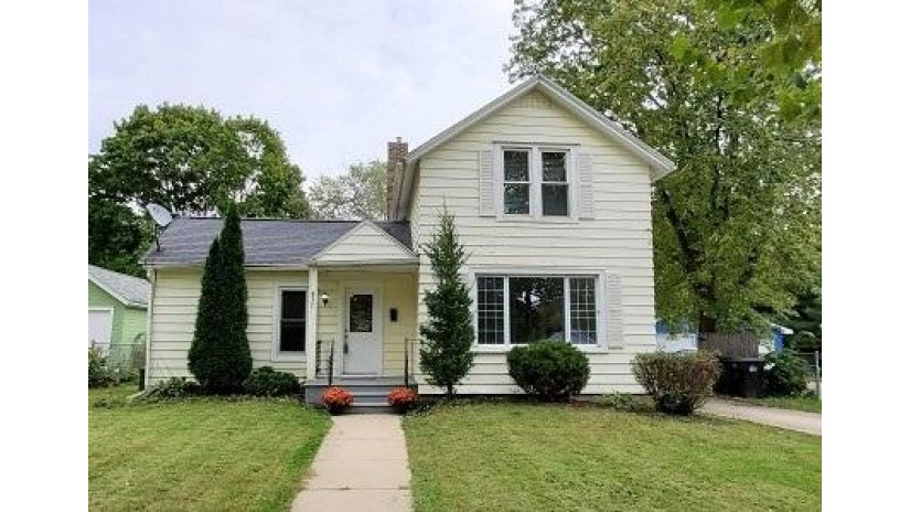 837 Wisconsin Ave Beloit, WI 53511 by Coldwell Banker The Realty Group $89,900