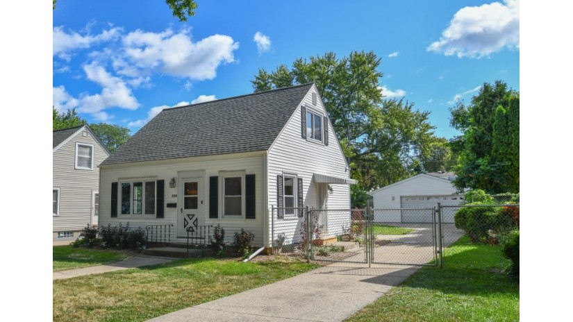 3908 N 87th St Milwaukee, WI 53222-2863 by Shorewest Realtors $139,900