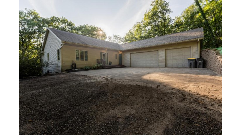 W6666 Hidden Valley Rd Onalaska, WI 54636 by OneTrust Real Estate $399,900