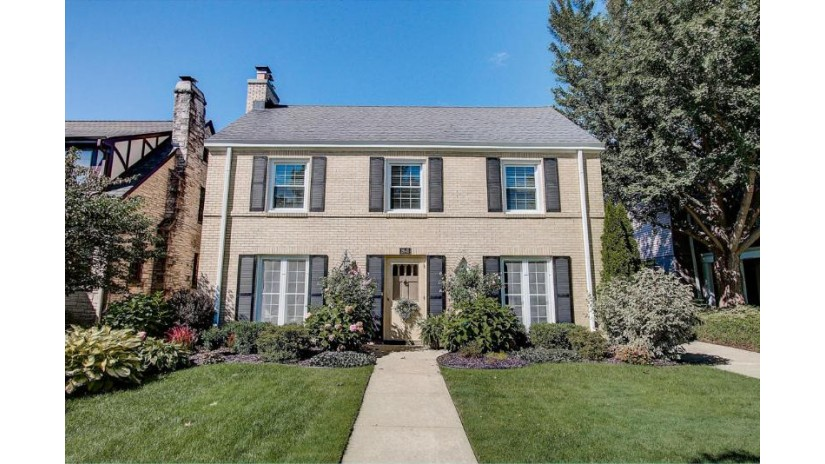 2645 Pasadena Blvd Wauwatosa, WI 53226-1949 by Keller Williams~WFB $459,000