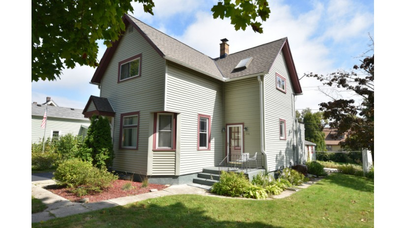 1116 12th Ave Grafton, WI 53024-1967 by Shorewest Realtors $199,500