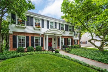 5050 N Lake Dr, Whitefish Bay, WI 53217-5748