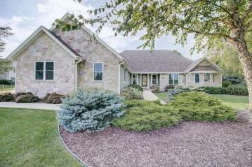 105 Eagles Lookout, North Prairie, WI 53153-9623