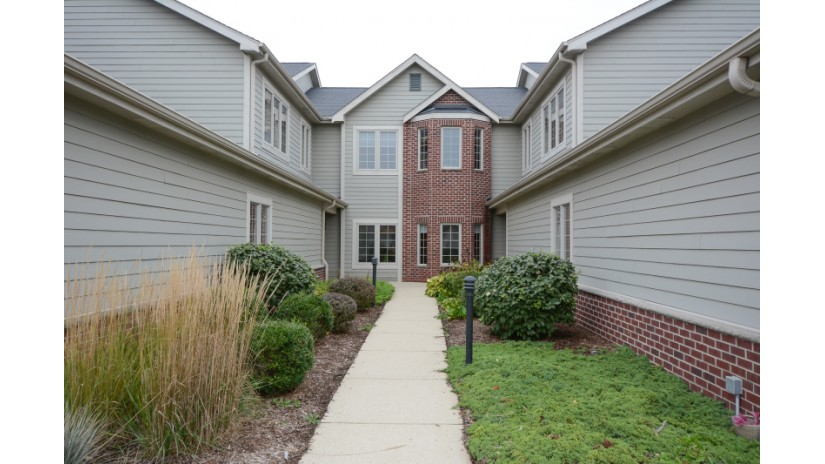 4845 S Forest Ridge Dr New Berlin, WI 53151-7491 by Shorewest Realtors $224,900