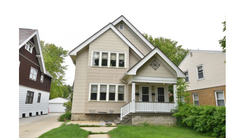 2131 N 65th St 2133 Wauwatosa, WI 53213-2031 by Shorewest Realtors $209,900