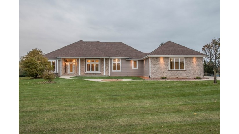 817 Red Oak Dr Summit, WI 53066-8651 by Shorewest Realtors $550,000