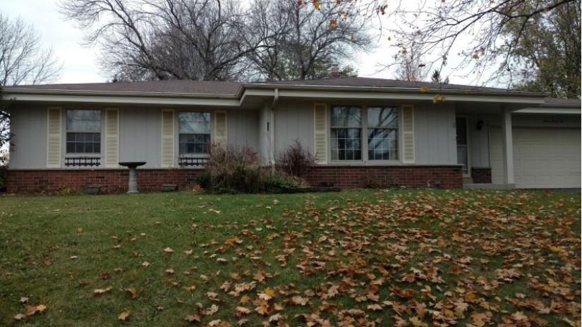 722 Cheyenne Dr Waukesha, WI 53188-4610 by Shorewest Realtors $244,900