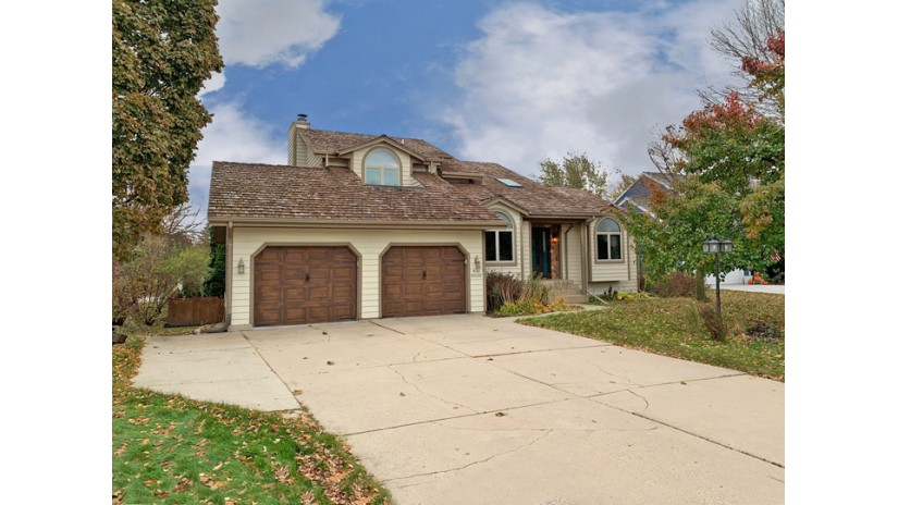 W164N11112 Kings Way Germantown, WI 53022-4088 by Shorewest Realtors $360,000