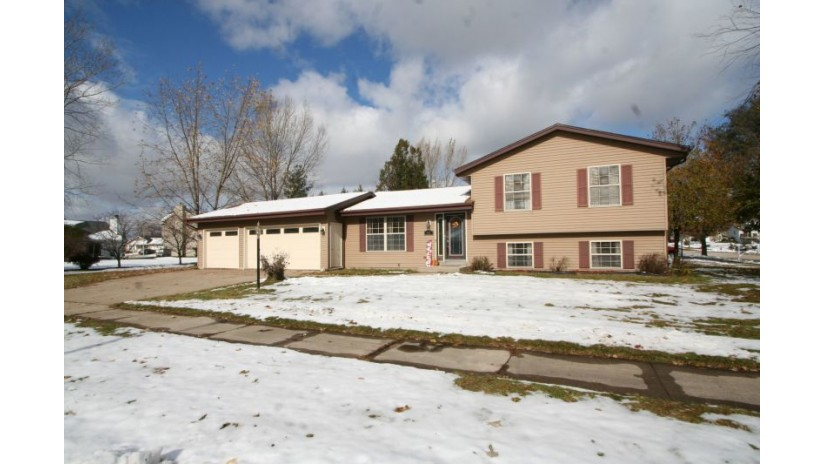 512 Cleveland Ave Hartford, WI 53027-2729 by Shorewest Realtors $239,900